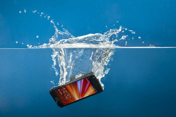 упал смартфон в воду