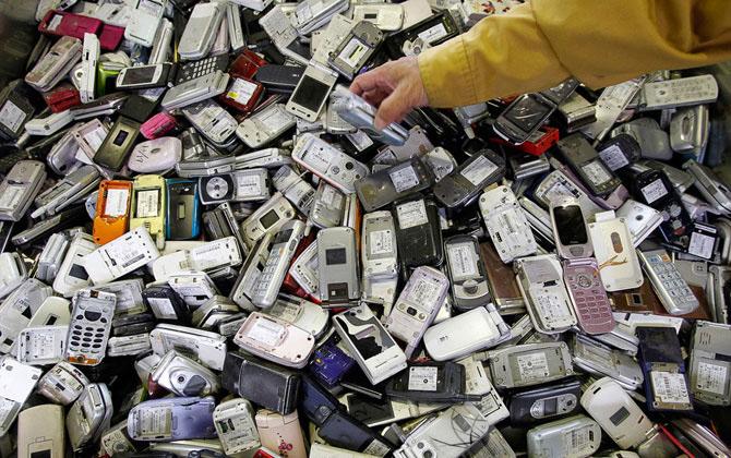 Что можно сделать из старых мобильных телефонов